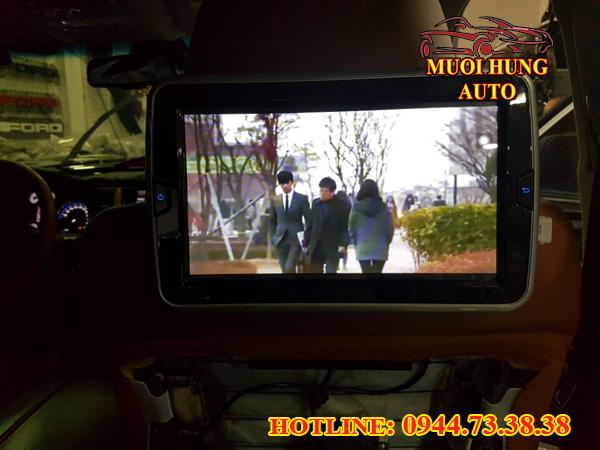 gắn màn hình gối đầu cho xe Toyota Innova