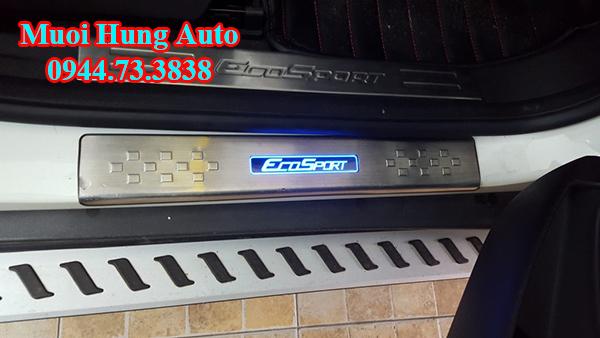 lắp đặt nẹpchống trầy xước cho xe Ford Ecosport