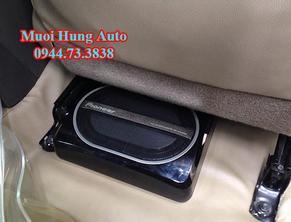 Gắn Loa Sub xe Toyota Innova 2017