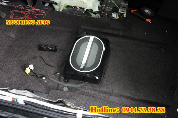 gắn loa sub gầm ghế Pioneer cho xe Toyota Vios