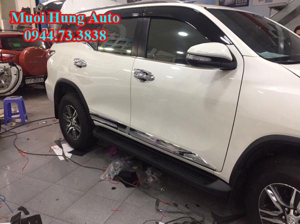lắp đặt ốp hông Toyota Fotuner 2017 chất lượng