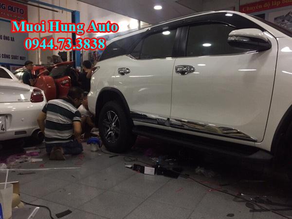 ốp hông Toyota Fotuner 2017