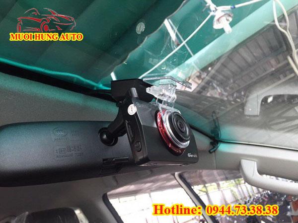 gắn camera hành trình xe Toyota Land Cruiser 2018