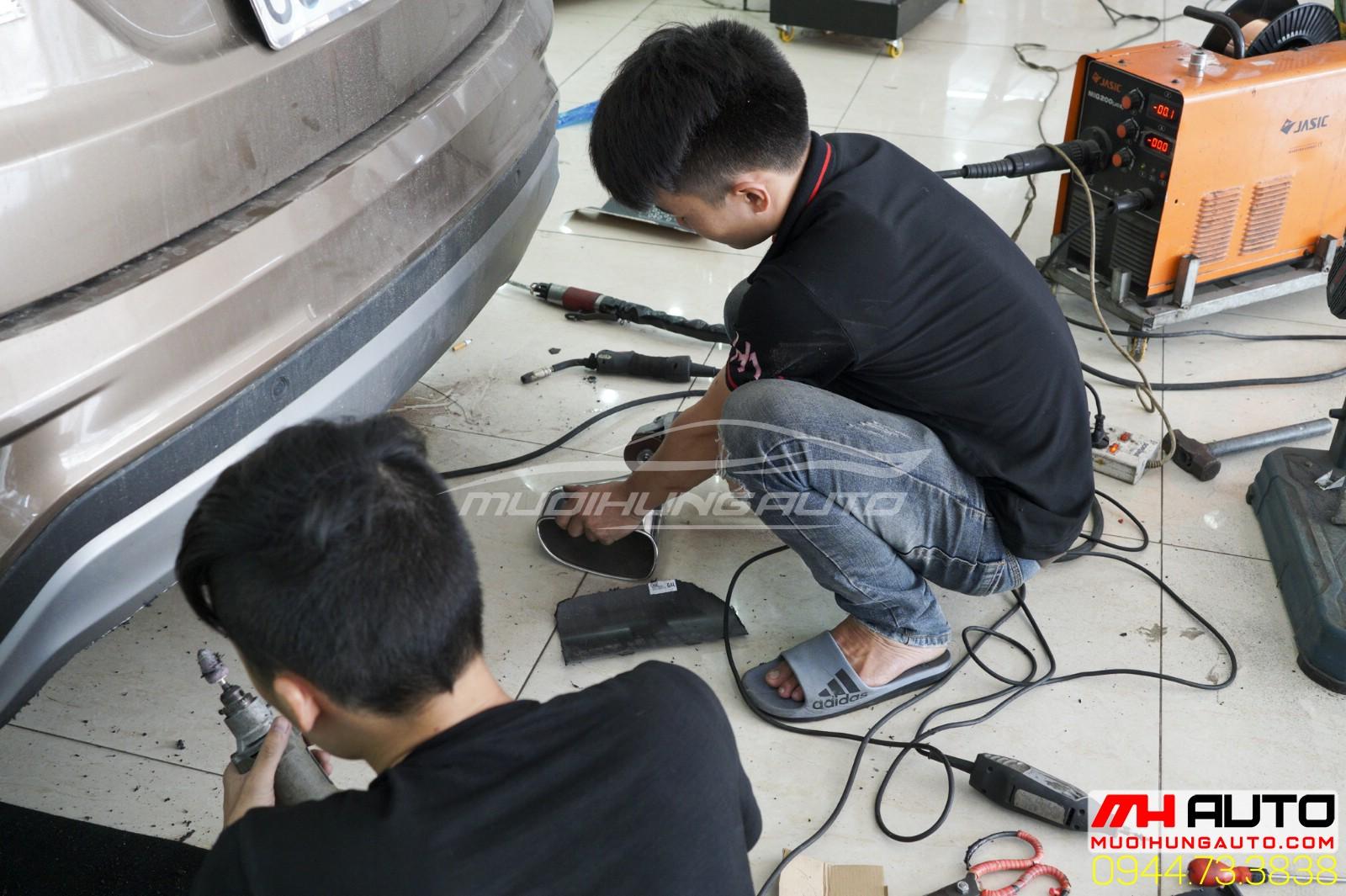 chuẩn bị lắp pô Hyundai Santafe