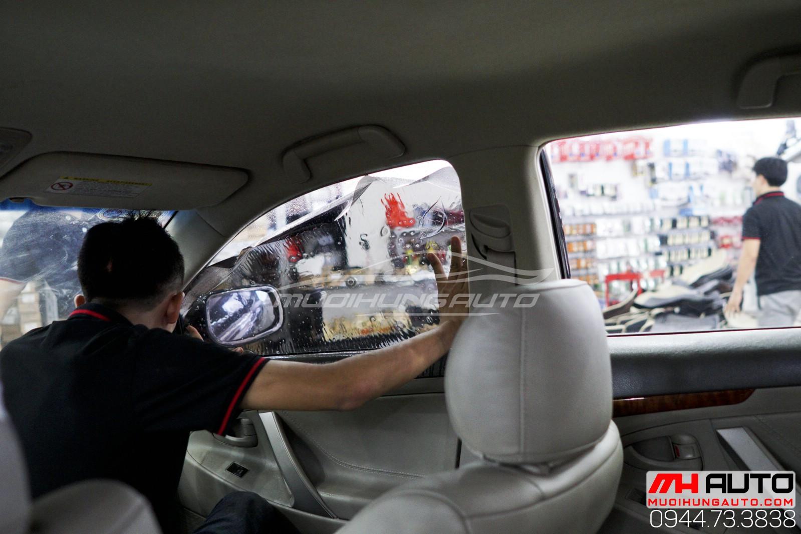 dán phim chống nóng cho xe ô tô Camry