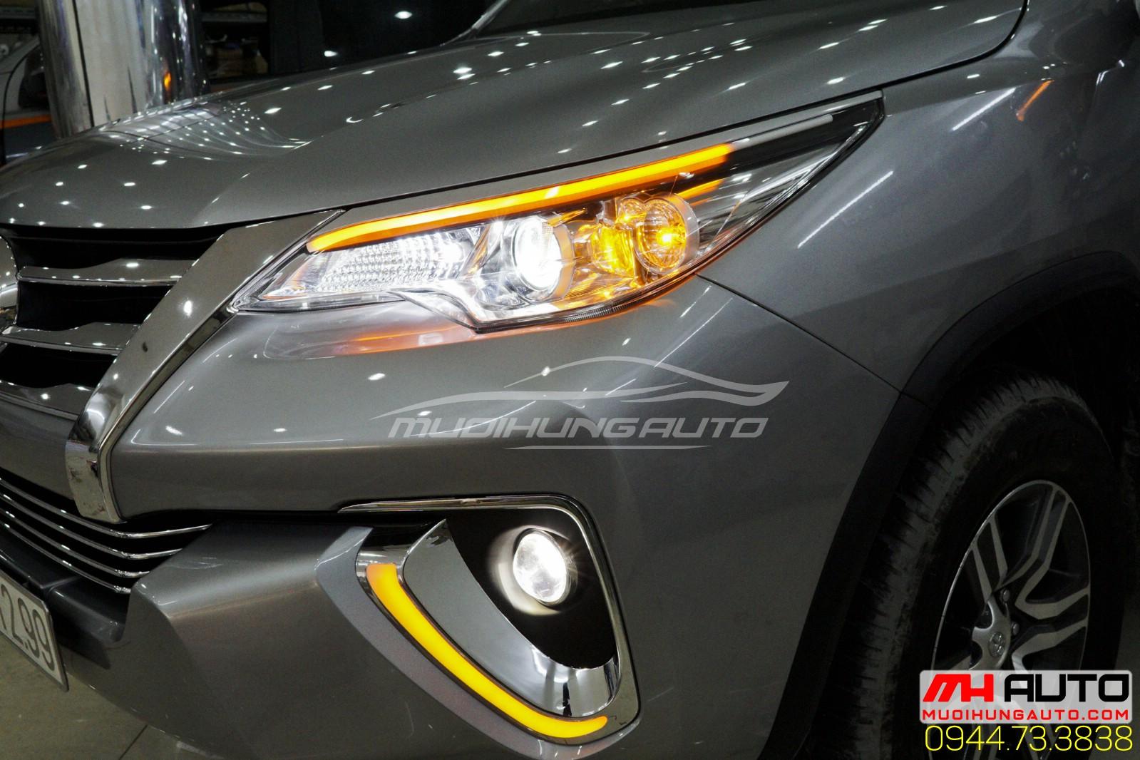 Gắn bóng đèn Toyota Fortuner