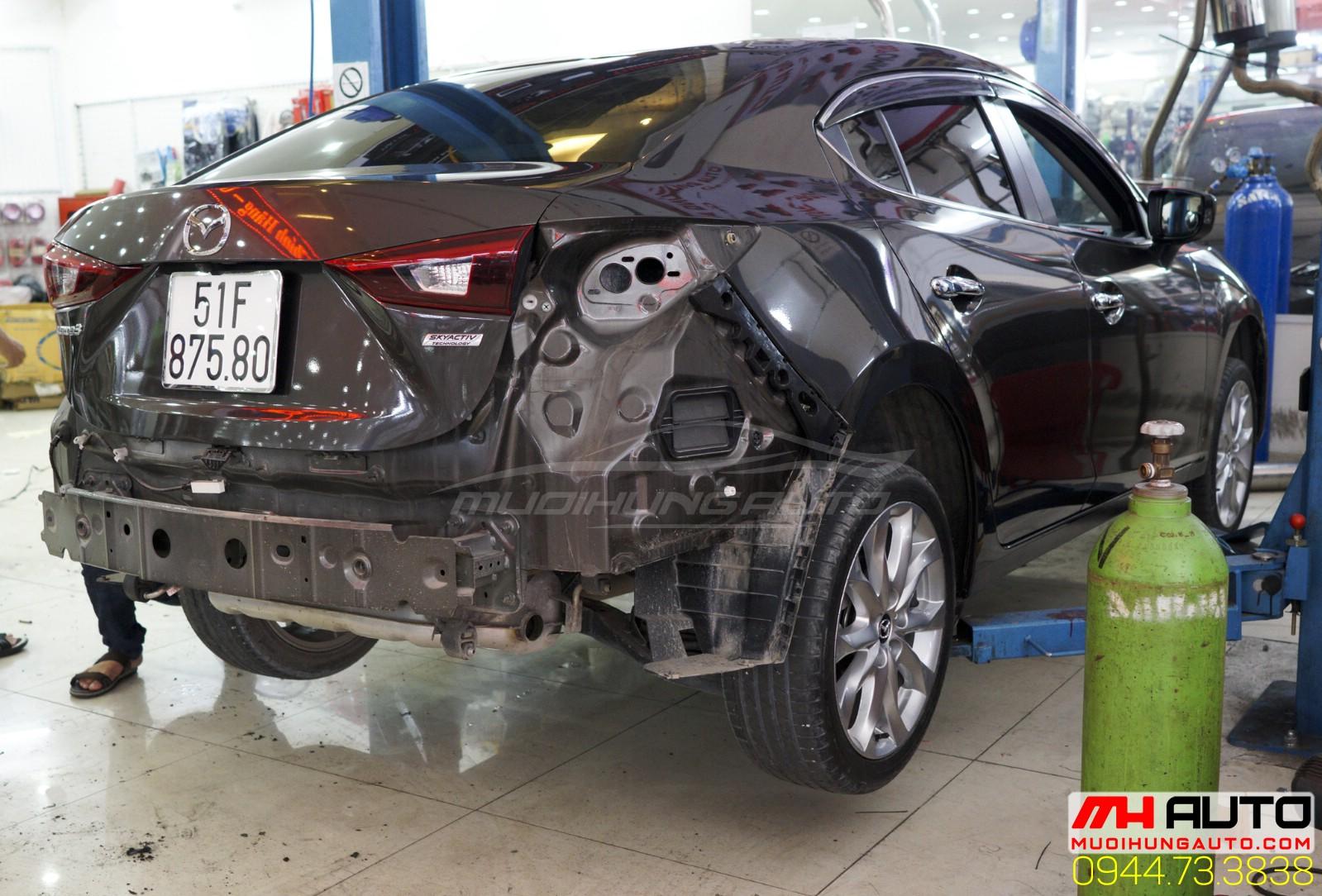 độ pô xe Mazda 3 kiểu Mercedes 2