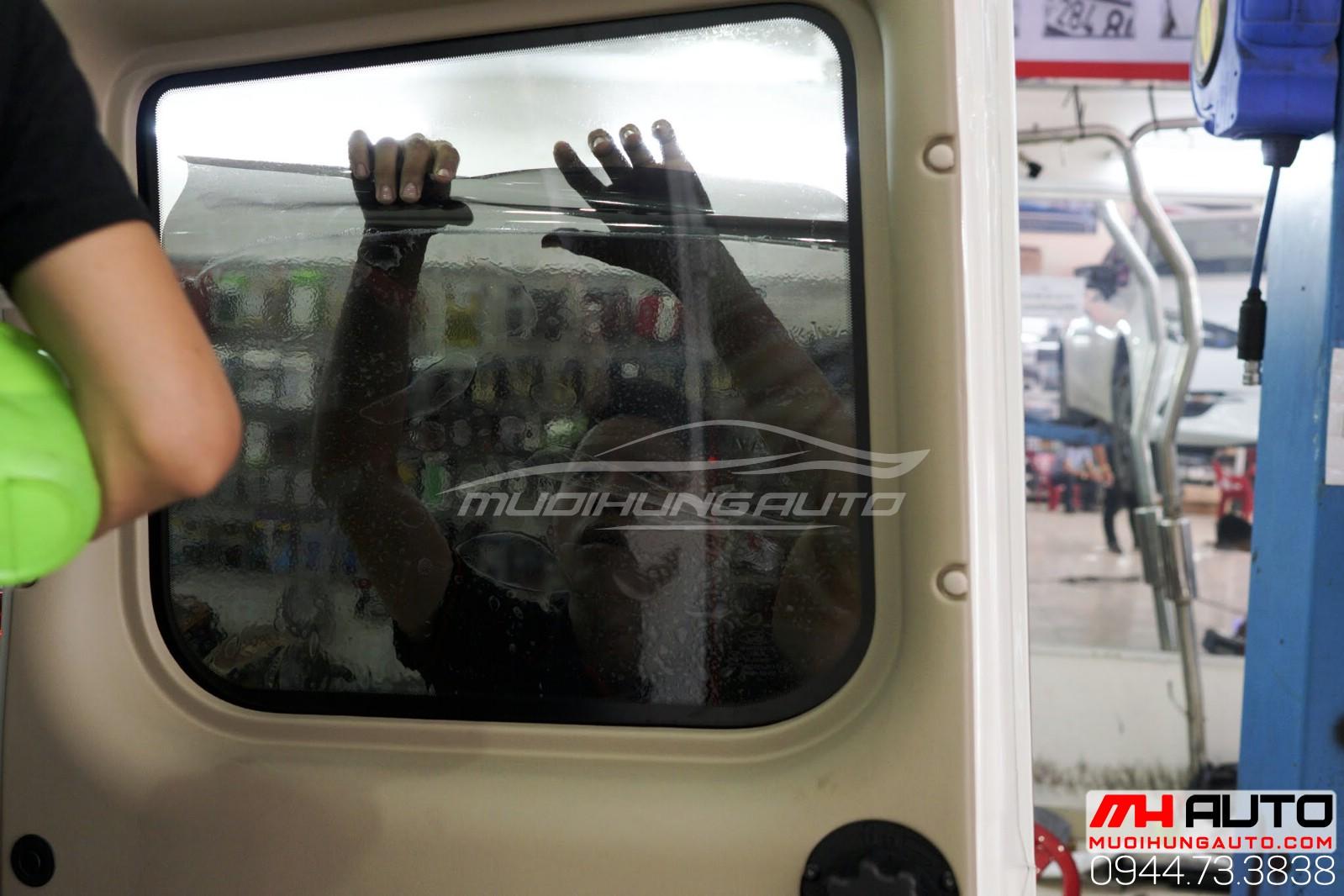 Dán phim cách nhiệt Ford Transit 1