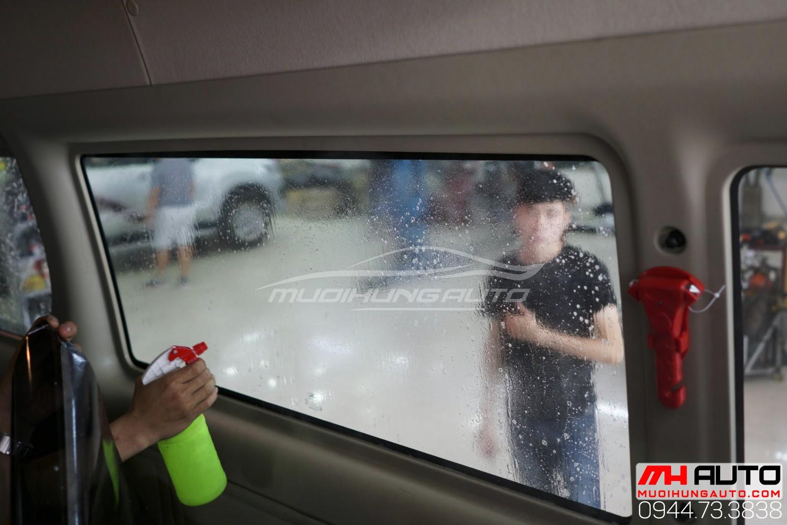 Dán phim cách nhiệt Ford Transit 9