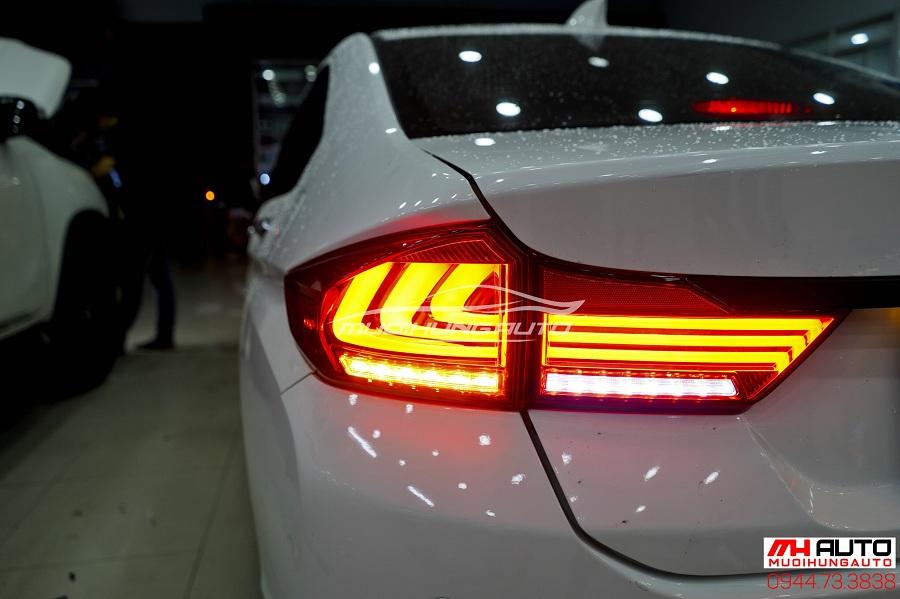 gắn đèn hậu cho xe Honda City