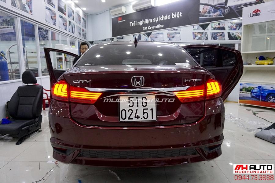 gắn đèn hậu cho xe Honda City 2018