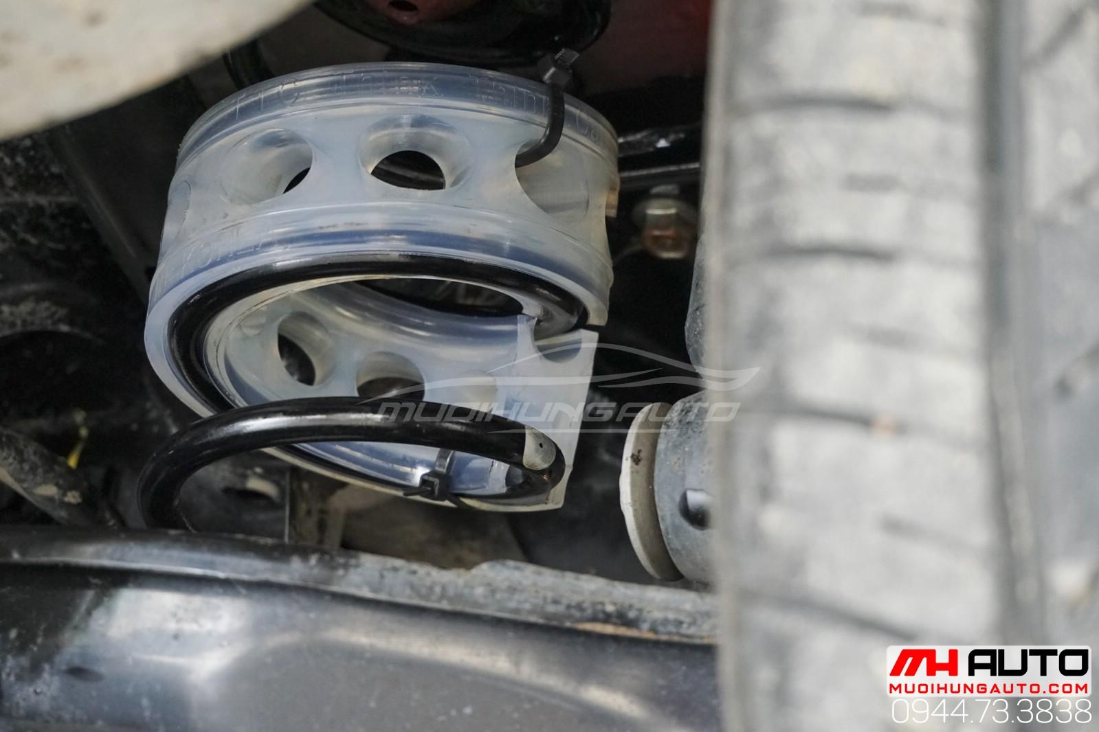 Civic lắp giảm chấn đằng sau xe tại HCM