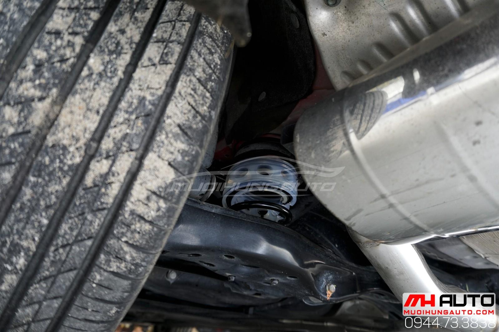 Civic lắp giảm chấn đằng sau giảm xóc hiệu quả