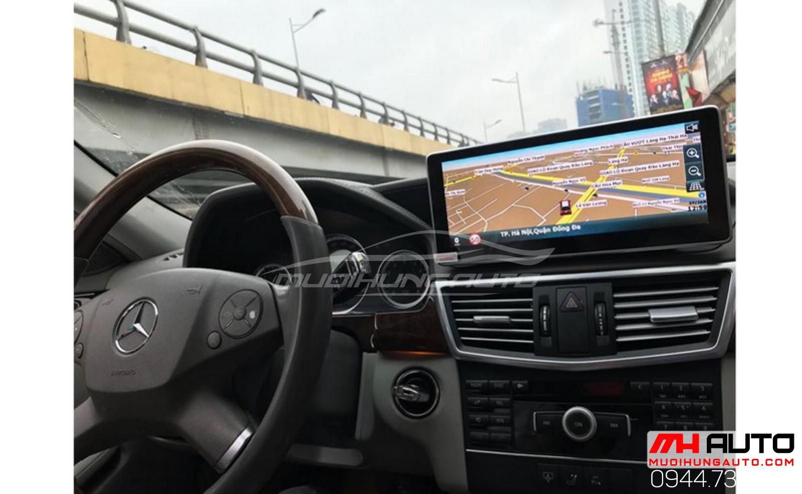 gắn màn hình xe ô tô