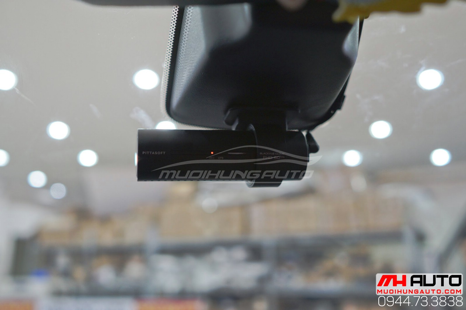 Lắp camera hành trình BlackVue DR750S 2CH
