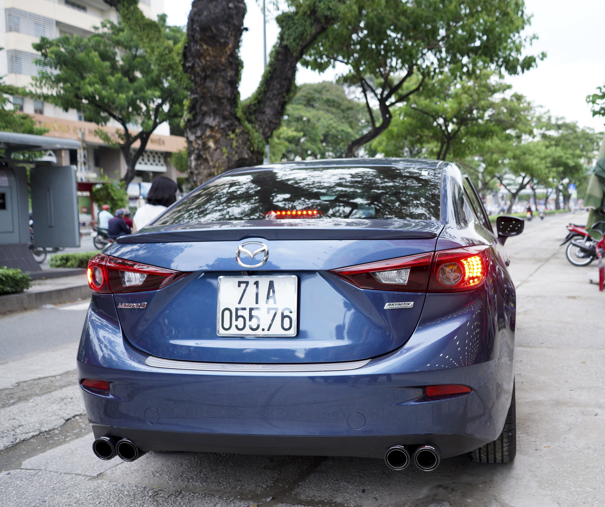 độ Mazda 3 pô đôi ak không lip trang trí