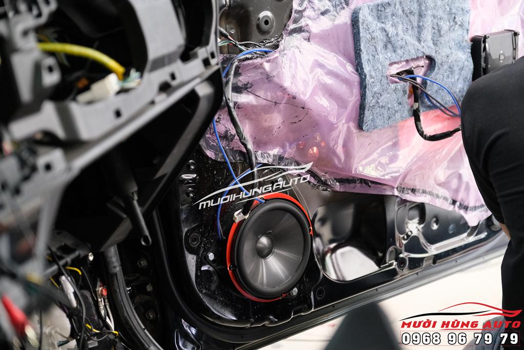 Độ âm thanh Loa sub xe Chevroler Colarado 2019 chính hãng