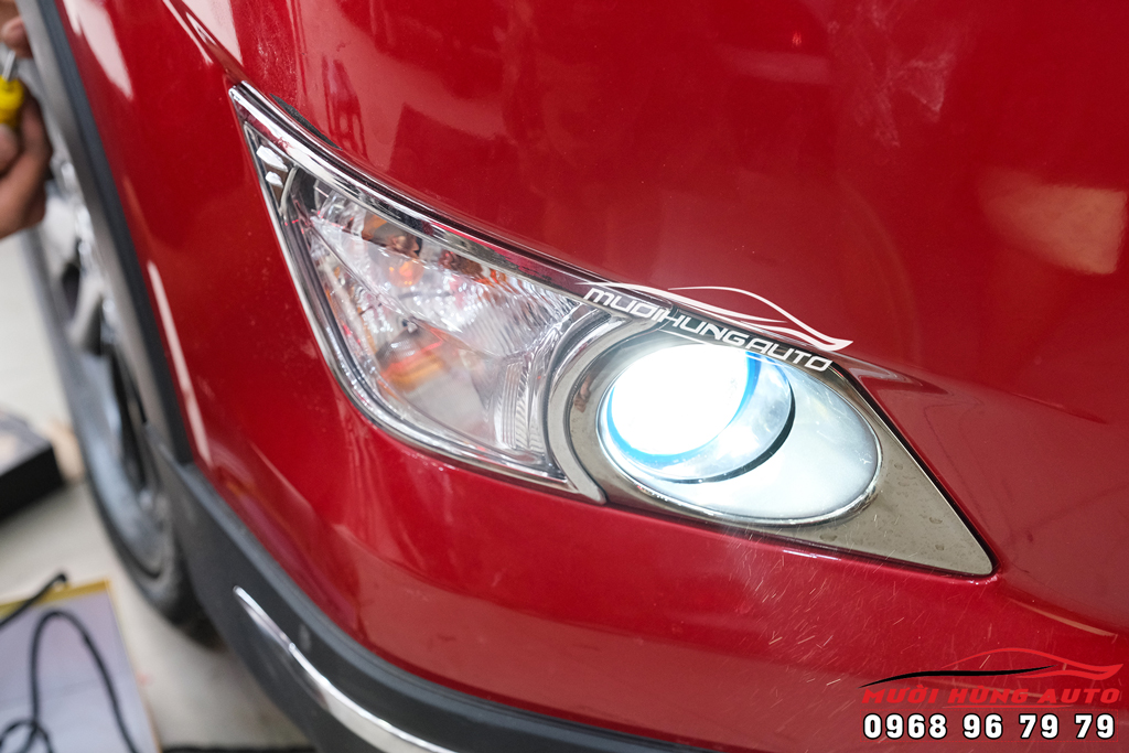 Độ đèn bi xenon gầm xe Toyota Innova 201