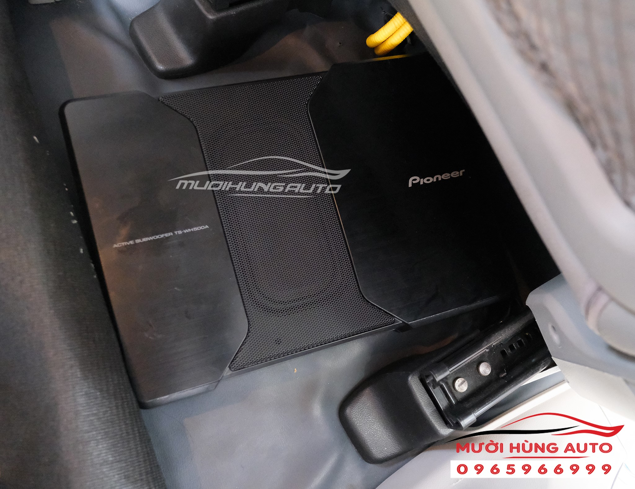 lắp loa sub Pioneer TS-WH500A xe Chevrolet Captiva