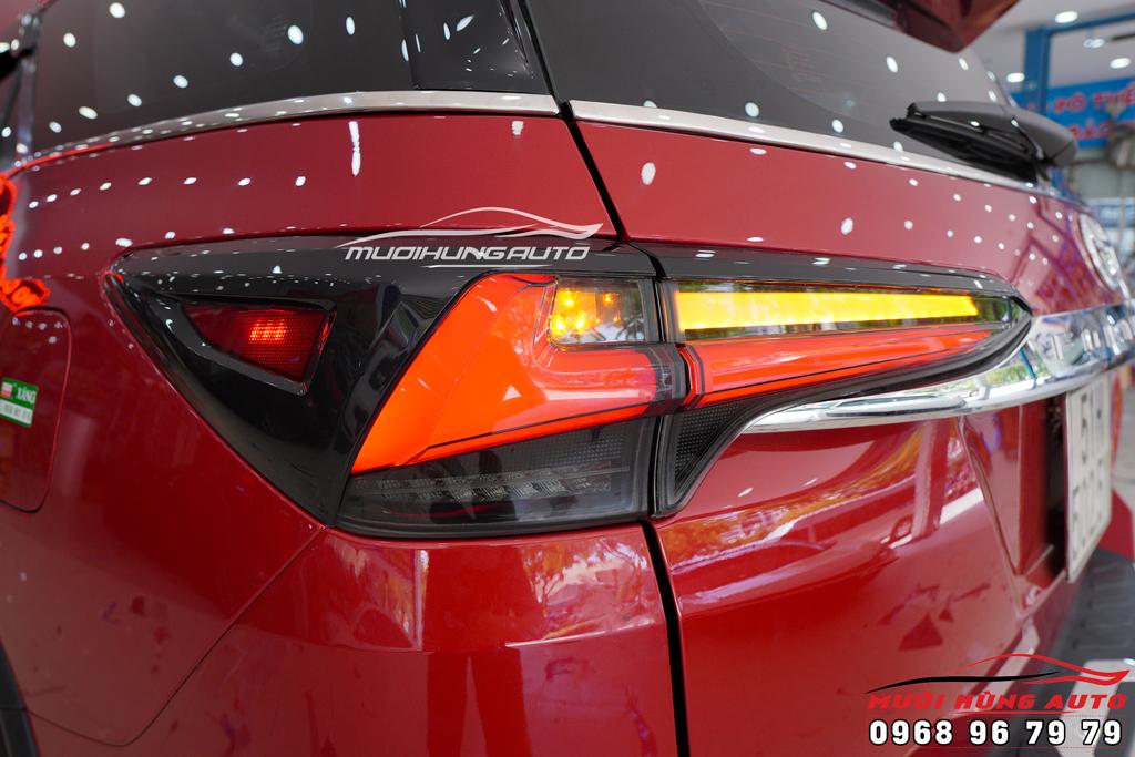 Thay đèn hậu nguyên cụm xe Toyota Fortuner
