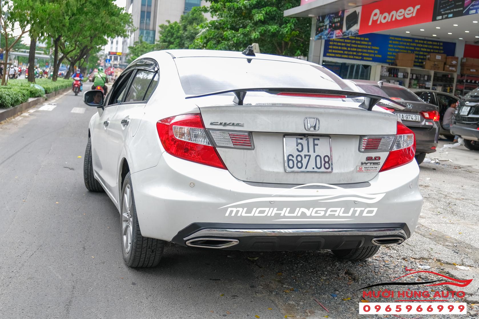 Độ pô gắn đuôi cá có đèn Honda Civic 2012 mẫu Mer GLC