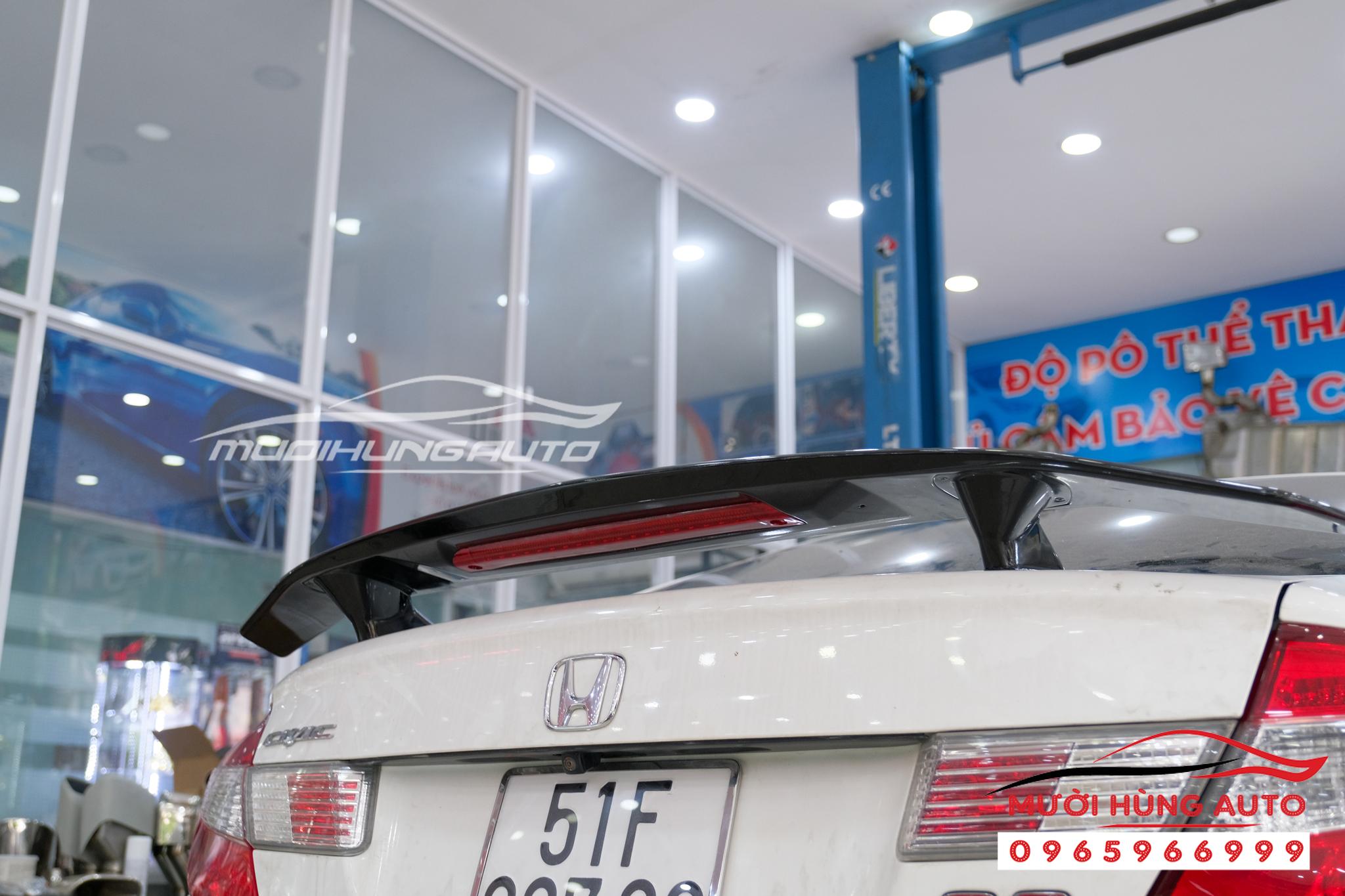 Độ pô và gắn đuôi cá có đèn Honda Civic 2012 Mer GLC