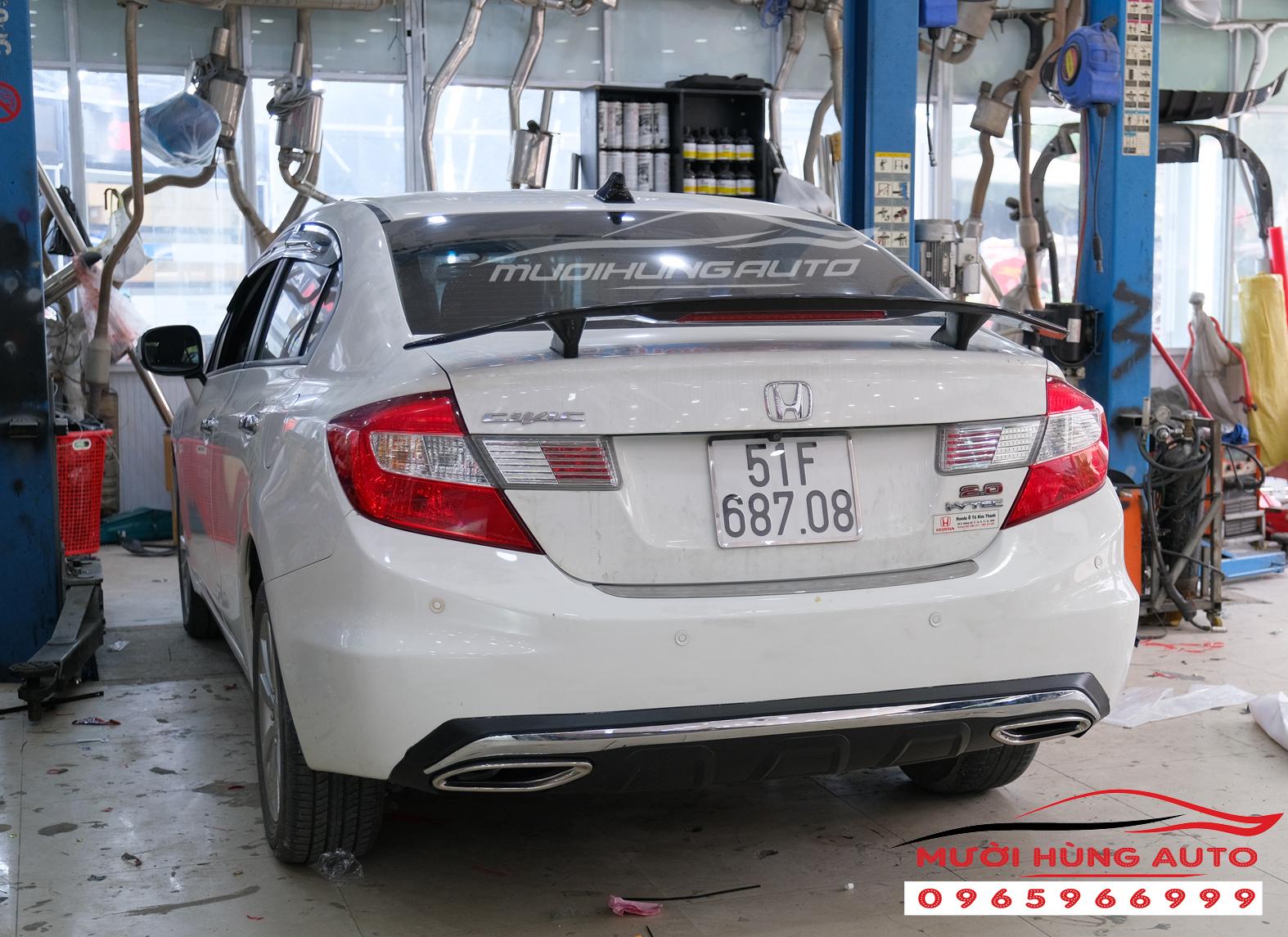 Độ pô và gắn đuôi cá Honda Civic 2012 mẫu Mer GLC
